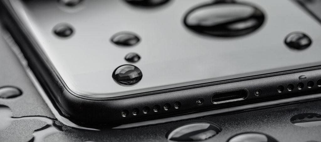 Что делать если вы утопили Айфон в воде?